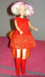 strikket dukke klaer