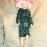 Barbiedukke – Hvordan strikke grønn drakt med skjørt