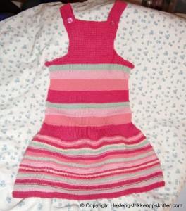 strikke rosa kjole