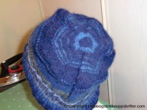 strikking lue blå