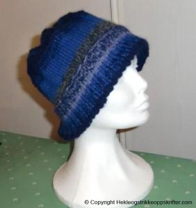 strikket blå lue