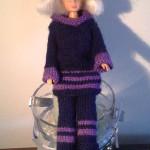 Barbiedukke klær: Strikk tunika, bukse, hatt og sokker